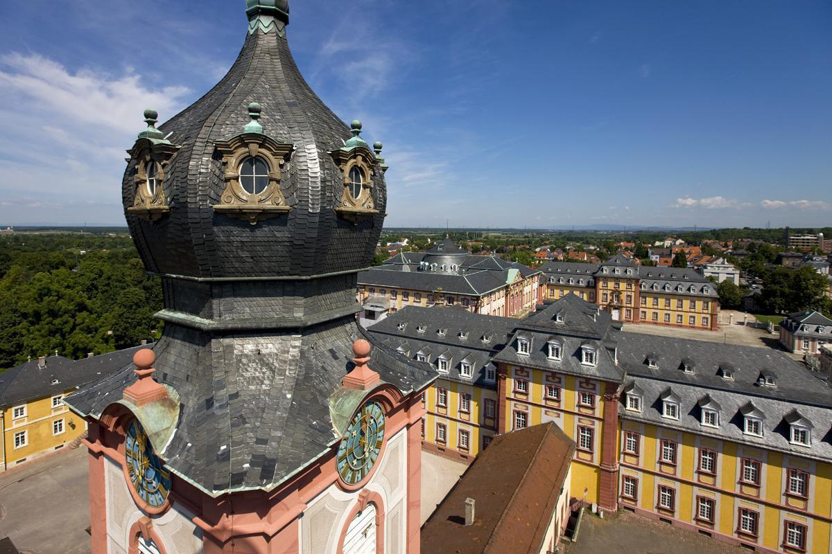 Luftbild von Schloss Bruchsal mit Kuppel der Hofkirche im Vordergrund; Foto: Staatliche Schlösser und Gärten Baden-Württemberg, Achim Mende