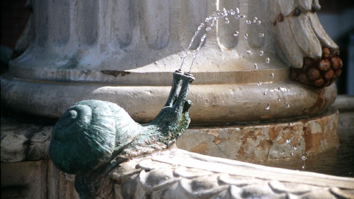 Schnecke am Amalienbrunnen vor dem Kanzleibau von Schloss Bruchsal; Foto: Staatsanzeiger für Baden-Württemberg, Petra Schaffrodt