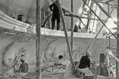 Restauratoren 1961 bei der Arbeit im Kuppelsaal;  Foto: Staatliche Schlösser und Gärten Baden-Württemberg,  Foto: Staatliche Schlösser und Gärten Baden-Württemberg, Artur Hassler