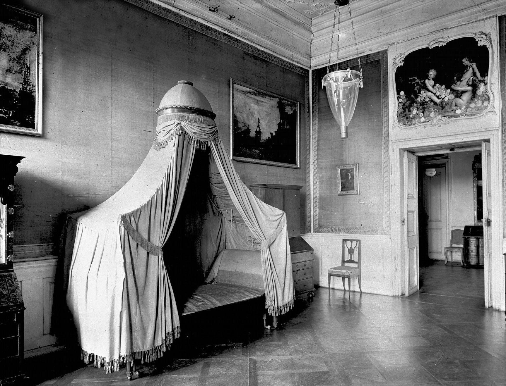 Schloss Bruchsal, Beletage, Appartement Amalie von Baden, Schlafzimmer, Aufnahme vor 1945; Foto: Landesmedienzentrum Baden-Württemberg, Arnim Weischer