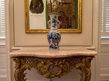 Schloss Bruchsal, Vase im Jagdzimmer