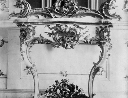 Konsoltisch aus dem Musikzimmer, um 1870; Foto: Staatliche Schlösser und Gärten Baden-Württemberg, Arnim Weischer