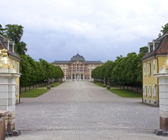 View from the northwest into the garden, with Bruchsal Palace in the background. Image: Staatliche Schlösser und Gärten Baden-Württemberg, Andrea Rachele