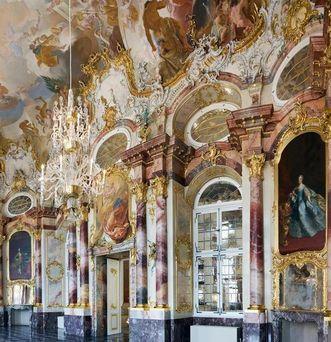 Detailaufnahme aus dem Marmorsaal von Schloss Bruchsal