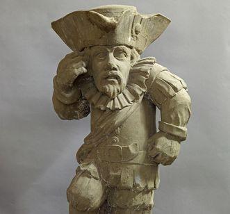 Skulptur eines Zwerges als Teil der Ausstellung im Lapidarium von Schloss Bruchsal; Foto: Staatliche Schlösser und Gärten Baden-Württemberg, Arnim Weischer