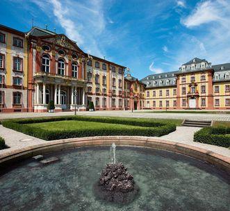 Detailansicht des Ehrenhofs von Schloss Bruchsal; Foto: Staatliche Schlösser und Gärten Baden-Württemberg, Achim Mende