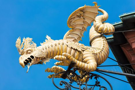 Bruchsal Palace, Dragon sculpture on the roof