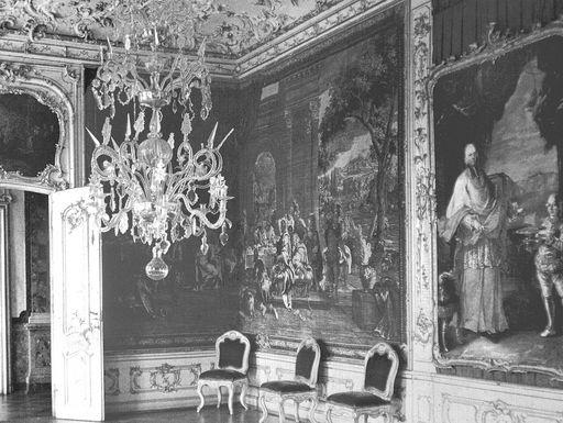 Schloss Bruchsal, Glasarmlüster im Thronsaal, historische Aufnahme vor 1910