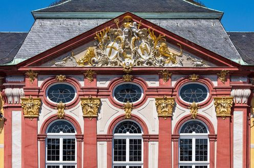 Bruchsal Palace, Original sculptures in the gable by Wilhelm Glaser