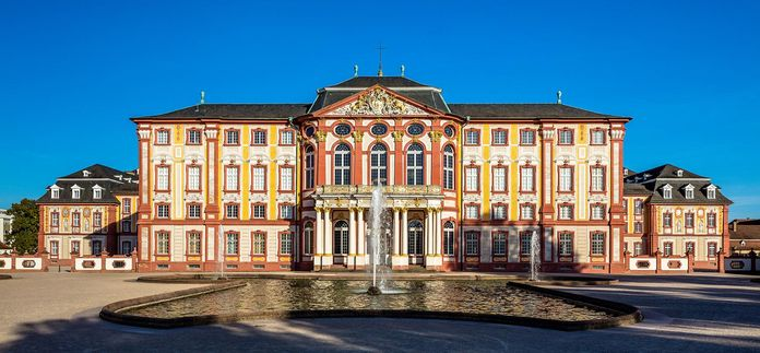 Bruchsal Palace, Fountain in the cour d'honneur