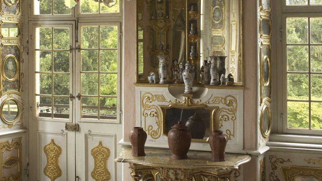 Porzellane im Spiegelkabinett von Schloss Favorite Rastatt