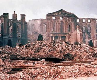 Photograph of the central building of Bruchsal Palace after its destruction in an air raid in 1945. Image: Landesmedienzentrum Baden-Württemberg, credit unknown