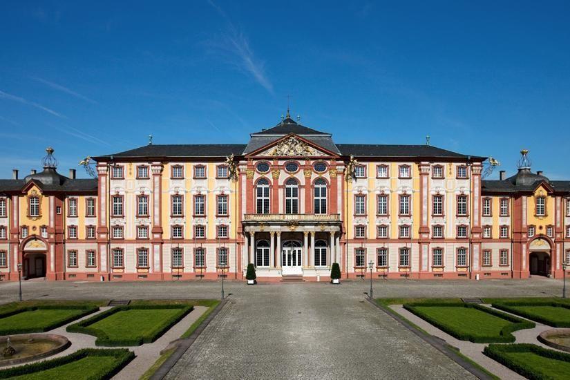 Schloss Bruchsal, Ehrenhof mit Schloss