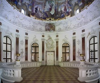 Domed Hall of Bruchsal Palace with the entrance to the Marble Hall. Image: Staatliche Schlösser und Gärten Baden-Württemberg, Arnim Weischer