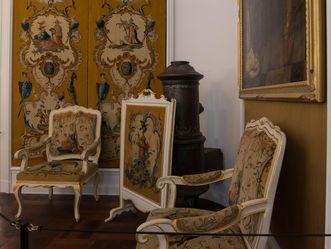 Schloss Bruchsal, Mobiliar und Wandbehänge mit exotischen Motiven